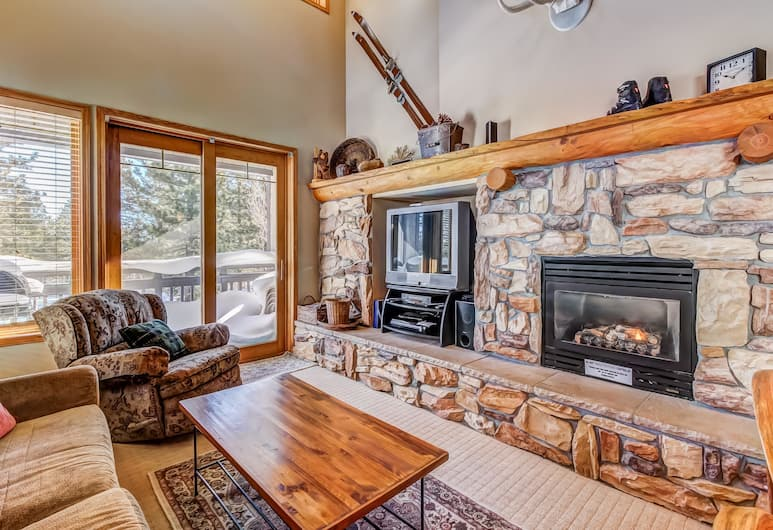 Mammoth Green Condos, Mammoth Lakes, House, Multiple Beds, Mountain View (Apartment with Terrace), Living Area