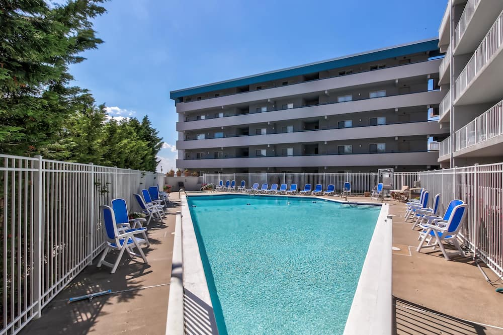 Appartement, 3 slaapkamers, bubbelbad, Uitzicht op de baai (Triton's Trumpet B101) - Buitenzwembad