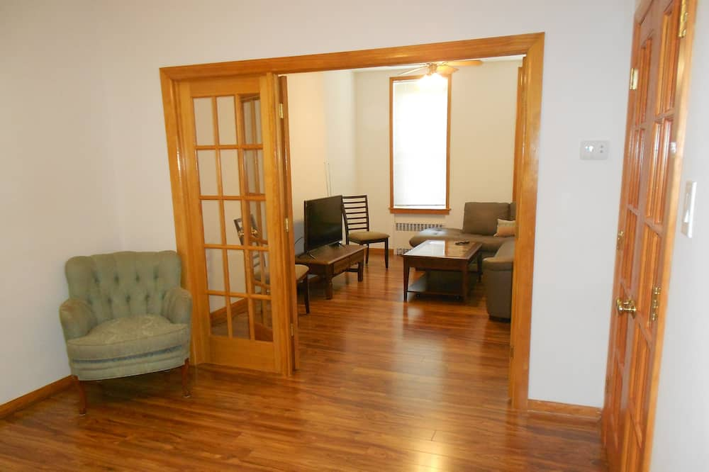 Family Apartment, 2 Bedrooms, Non Smoking - Living Area