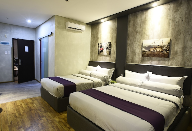 Axiaa Hotel, Quezon City, Premium Double or Twin Room, 2 Double Beds, Guest Room