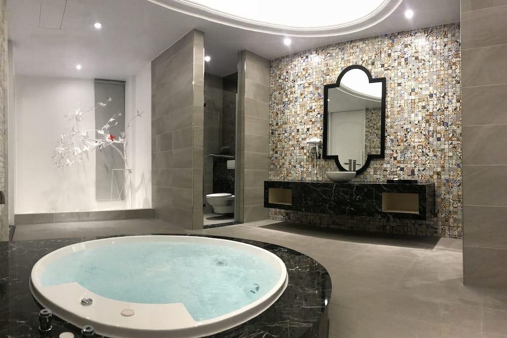 C Room - Bathroom