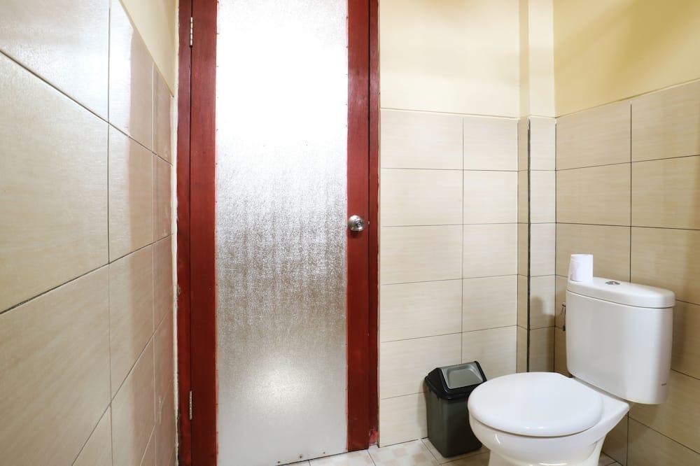 Közös hálóterem, kizárólag nők számára - Fürdőszoba