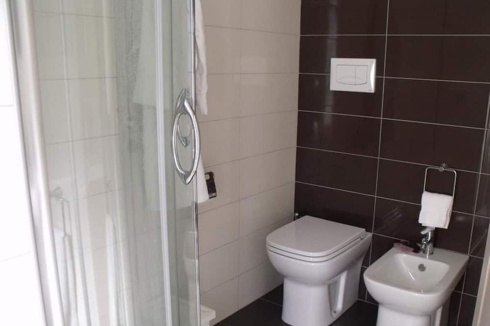 חדר דה-לוקס זוגי, מרפסת (301) - חדר רחצה