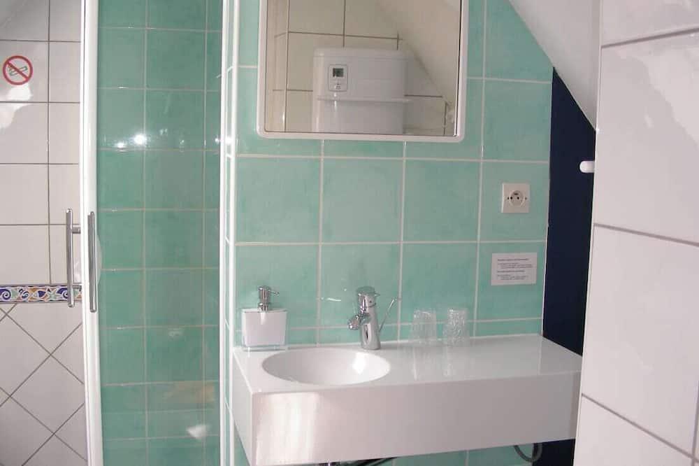 Double Room, Ensuite, Garden View (1. Petite Chambre Jaune) - Bathroom