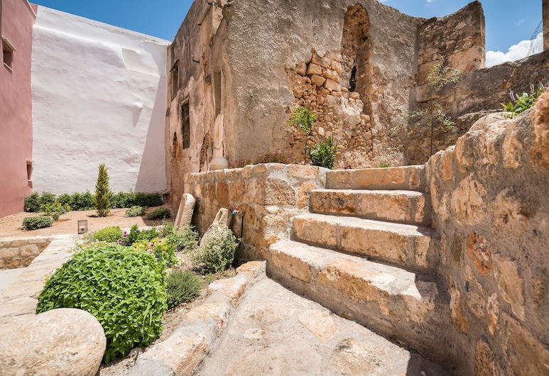 Evlimeni Suites, Chania, Deluxe Apartment, Courtyard Area, Room