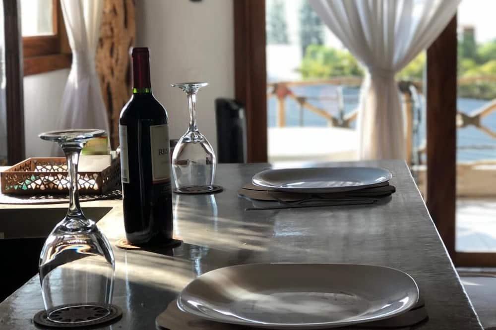 Izba s panoramatickým výhľadom, kuchyňa, výhľad na jazero - Stravovanie v izbe
