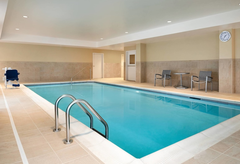 TownePlace Suites by Marriott Dubuque Downtown, Dubuque, Pool
