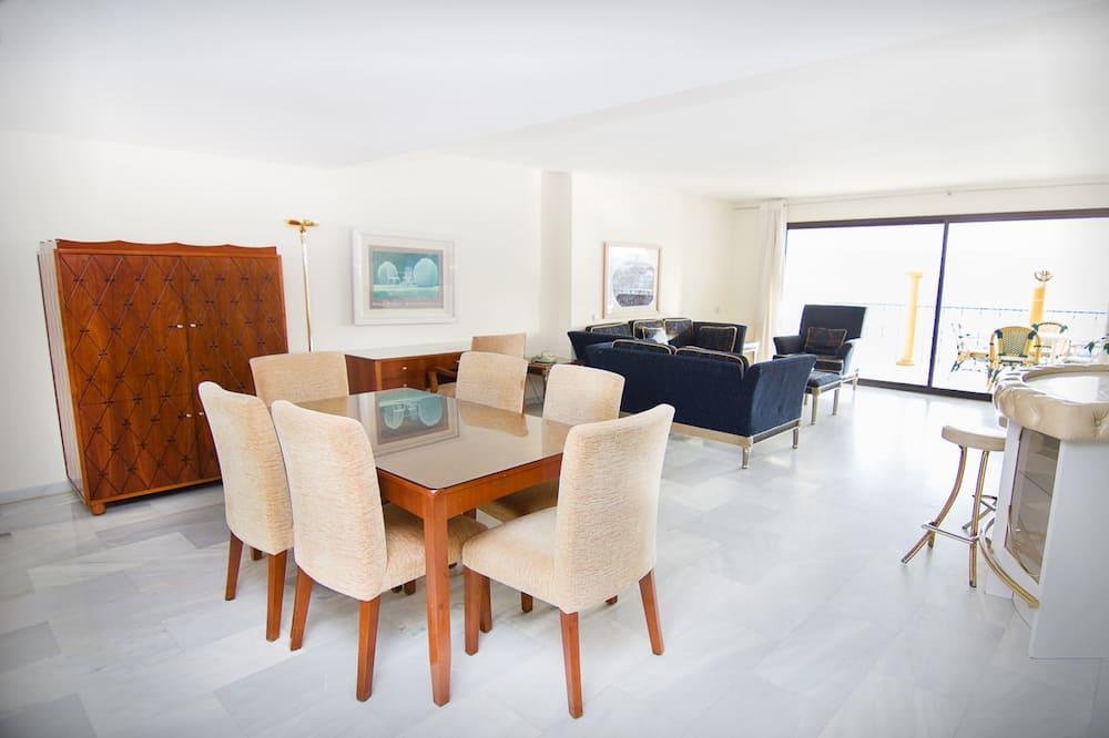 Apartment, 1 Bedroom, City View (Promenade) - Living Room