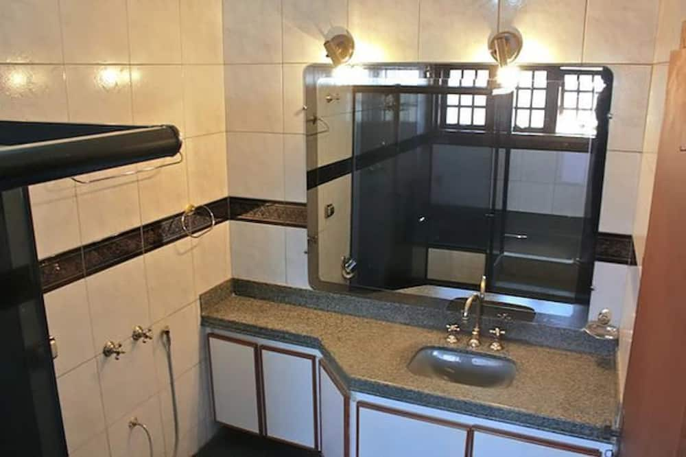 Suite (Tripla) - Bathroom
