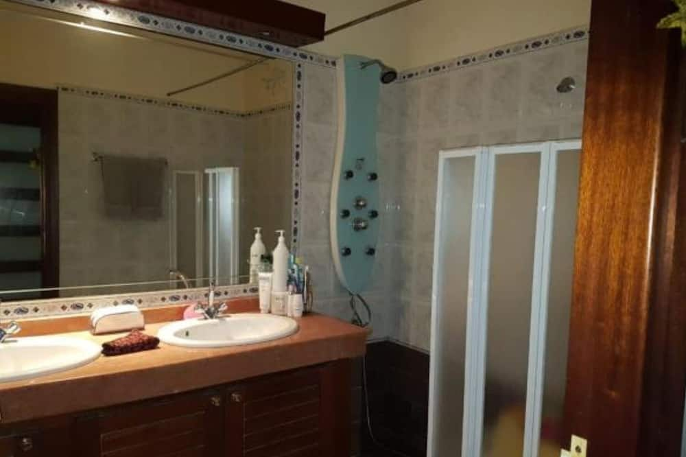 City Apartment, Marina View - Bathroom
