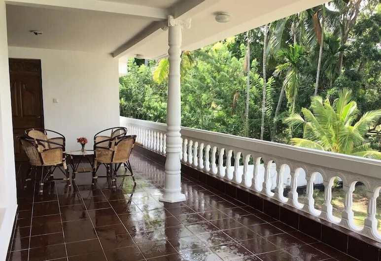 white villa, Seeduwa - Katunayake, Balkon