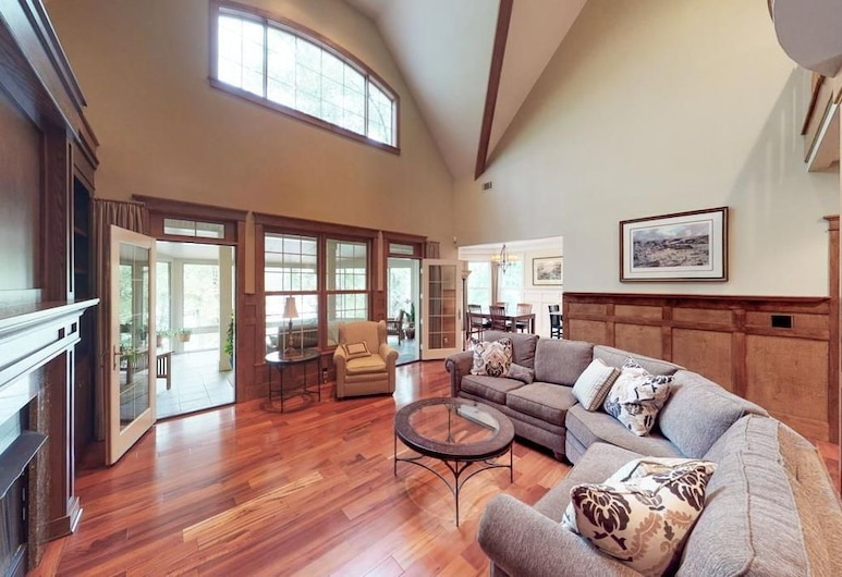 Only 15 Minutes to Augusta National. Dream Home on the River With Dock!, 北奥古斯塔, 客廳