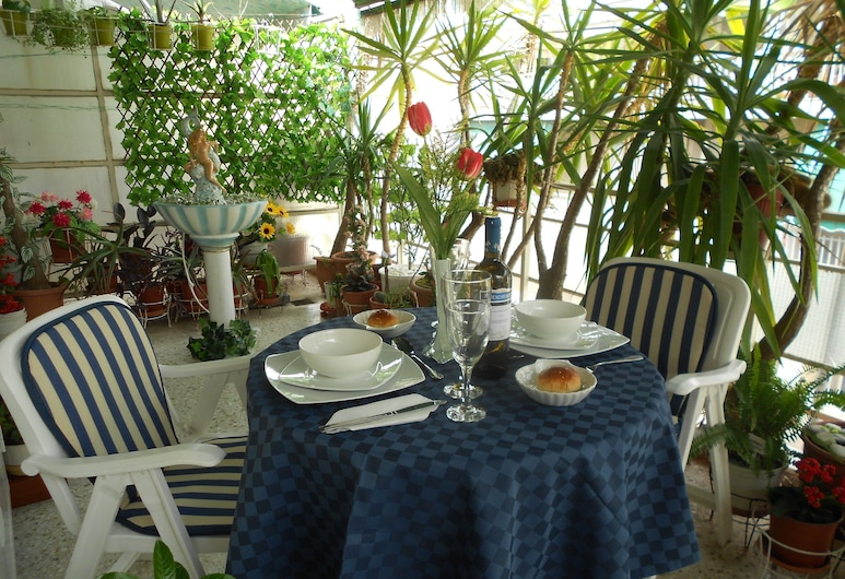 Athenian Oasis with fountain, Ideal for couples, 6th Floor, Αθήνα, Διαμέρισμα, Θέα στην Πόλη, Αίθριο/βεράντα