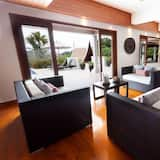 3-Bedroom with Private Pool - Wohnbereich