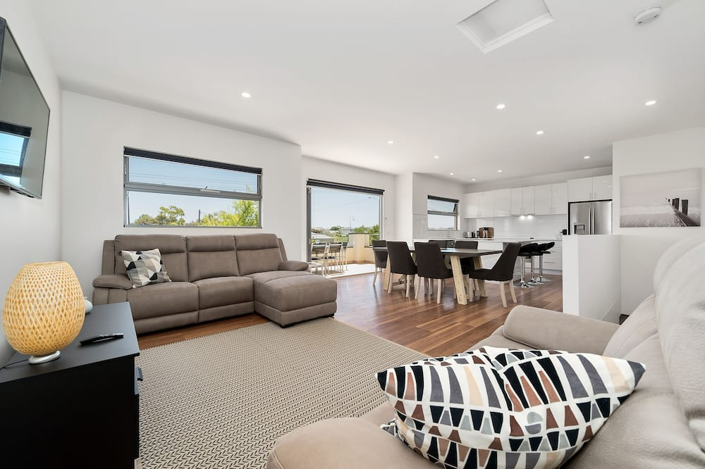Townhome, 3 Bedrooms (Rosewater 1) - Living Area