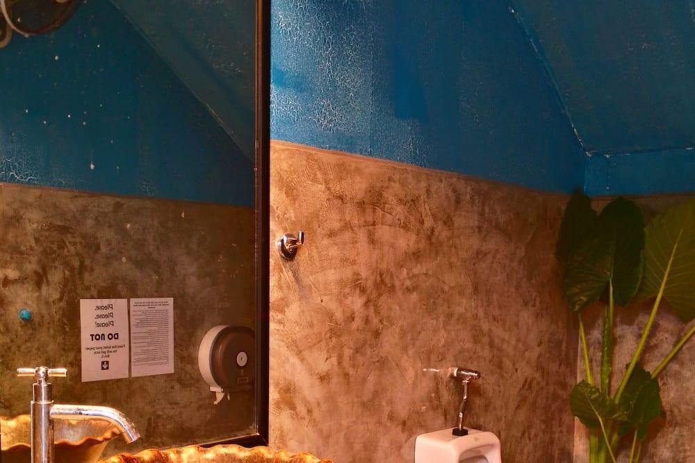 Shared Dormitory (1st Floor) - Badezimmer