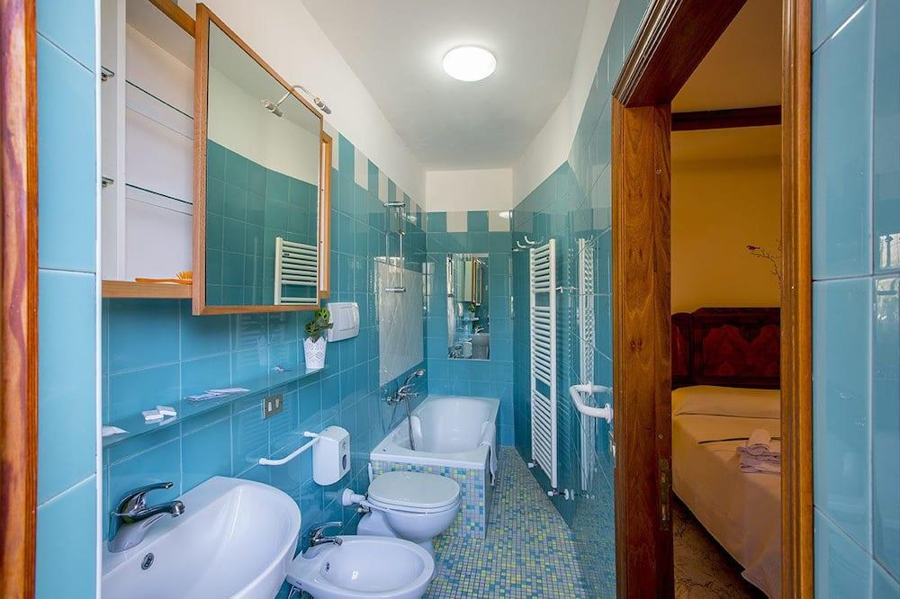 غرفة سوبيريور مزدوجة - سرير كبير - لغير المدخنين - حمّام