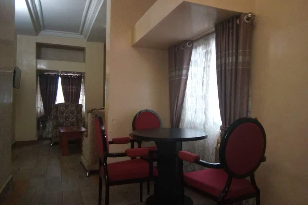 Pokoj typu Grand, dvojlůžko (200 cm), nekuřácký, výhled na bazén - Obývací prostor