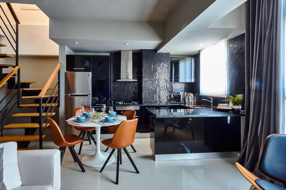Luxusný loftový byt, kuchyňa, výhľad na mesto - Obývacie priestory
