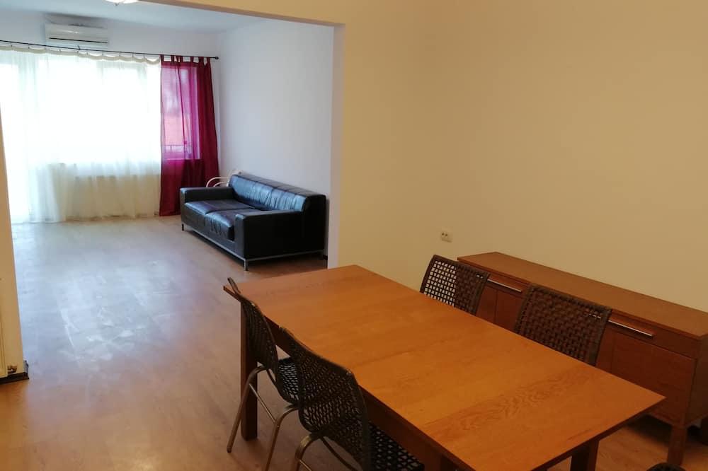Apartment, Hügelblick - Wohnbereich