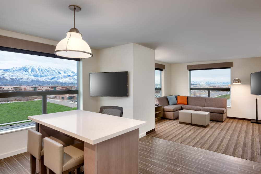 Executive Suite, 1 Bedroom (Speciality) - Living Room