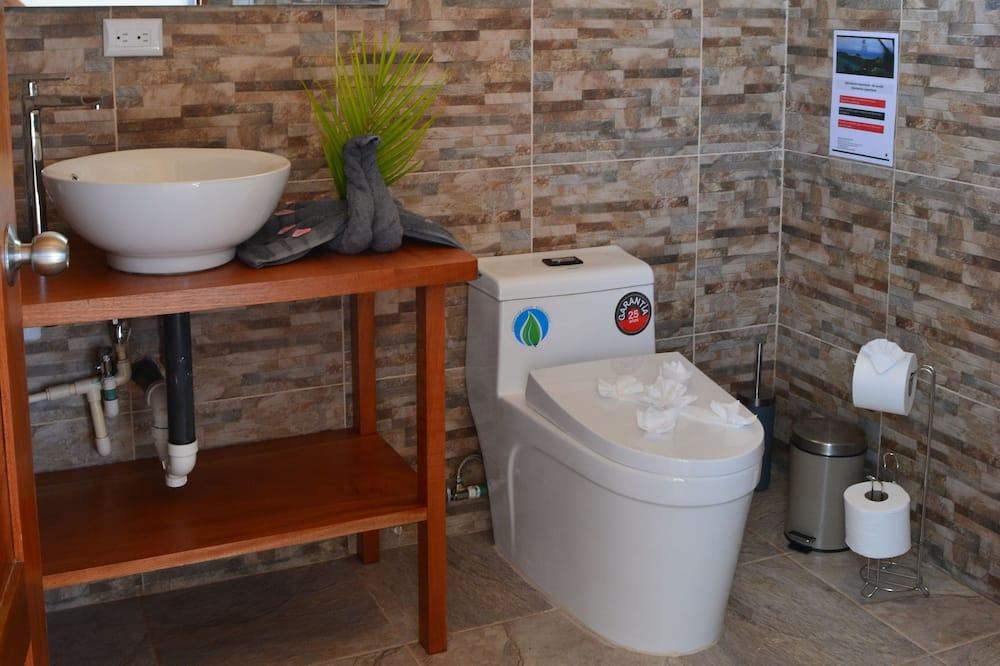 Domek letniskowy Comfort, Łóżko king, przystosowanie dla niepełnosprawnych, dla niepalących - Łazienka