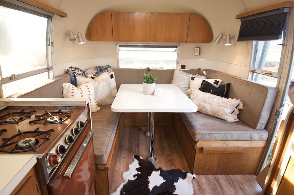 流動式房屋, 1 張標準雙人床, 小廚, 山景 - 客房內用餐