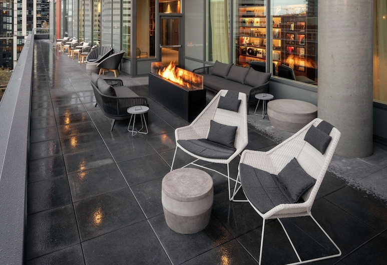 The Sound Hotel Seattle Belltown, Tapestry Collection by Hilton, Seattle, Terasa