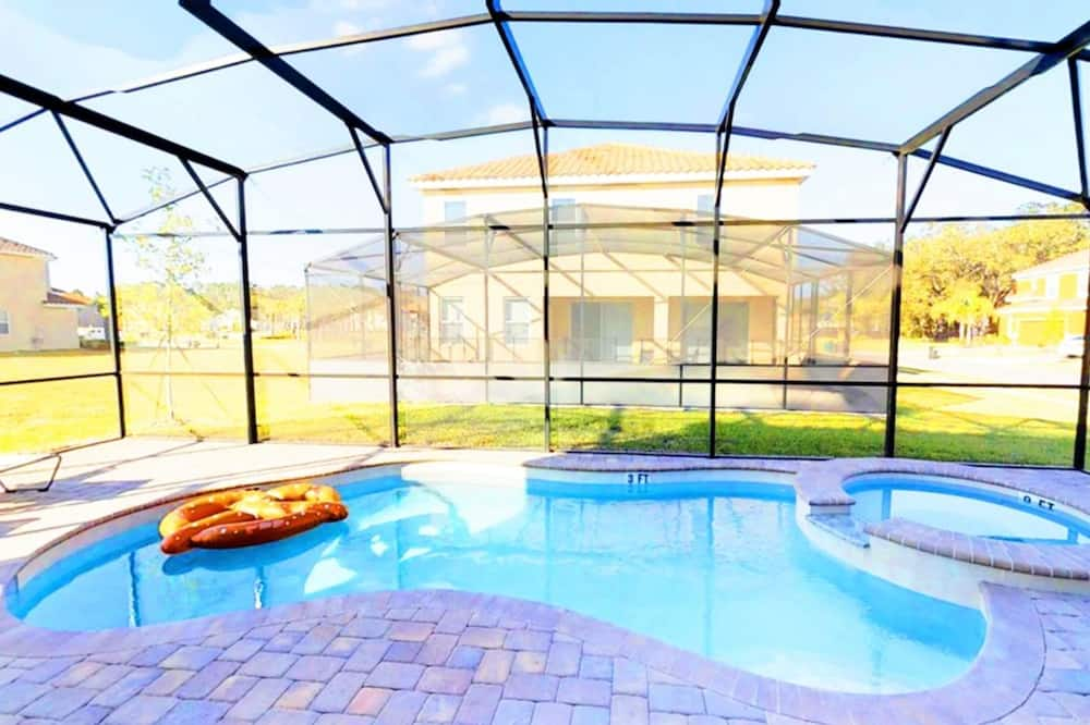 Ház, több ágy - Beltéri medence