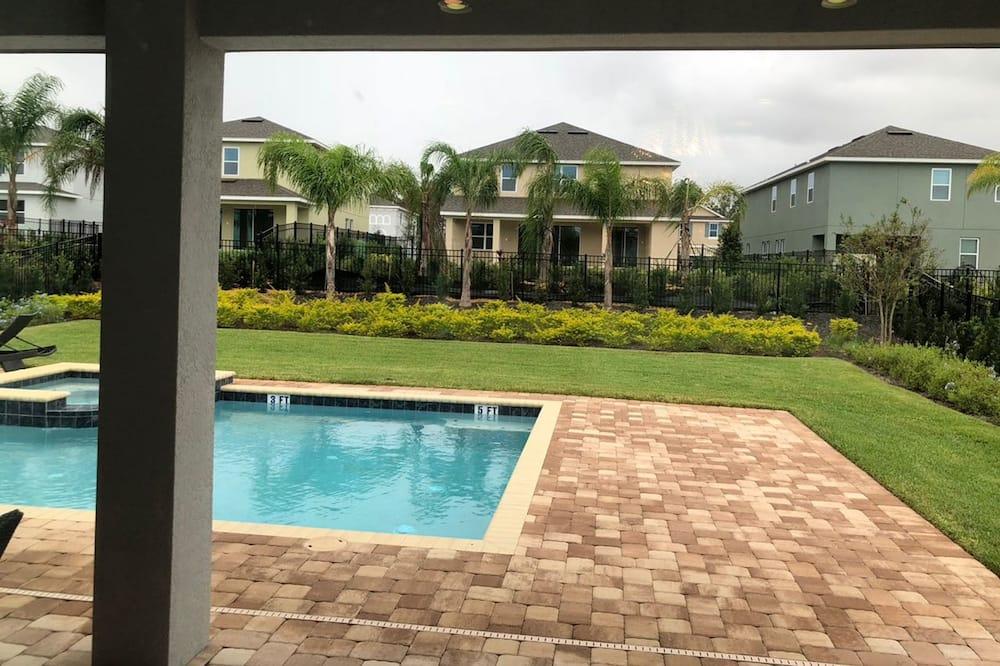 Hus - flere senge - Udendørs pool
