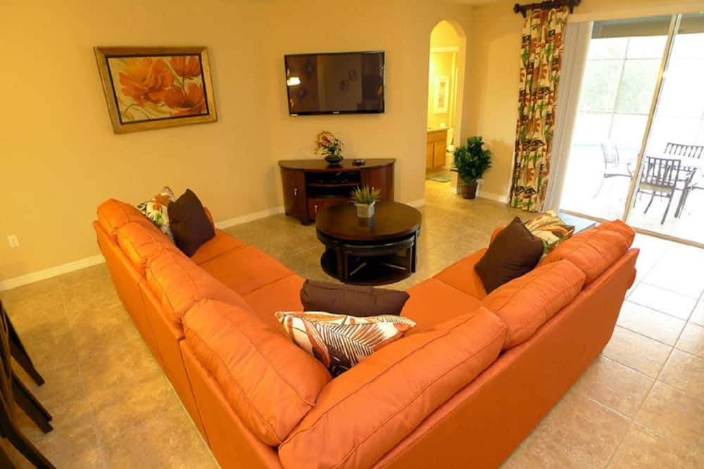 House, 5 Bedrooms - Living Area