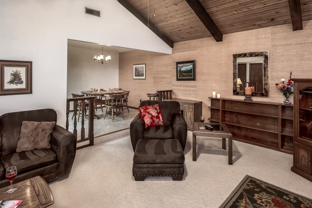 Townhome, 2 Bedrooms - Living Area