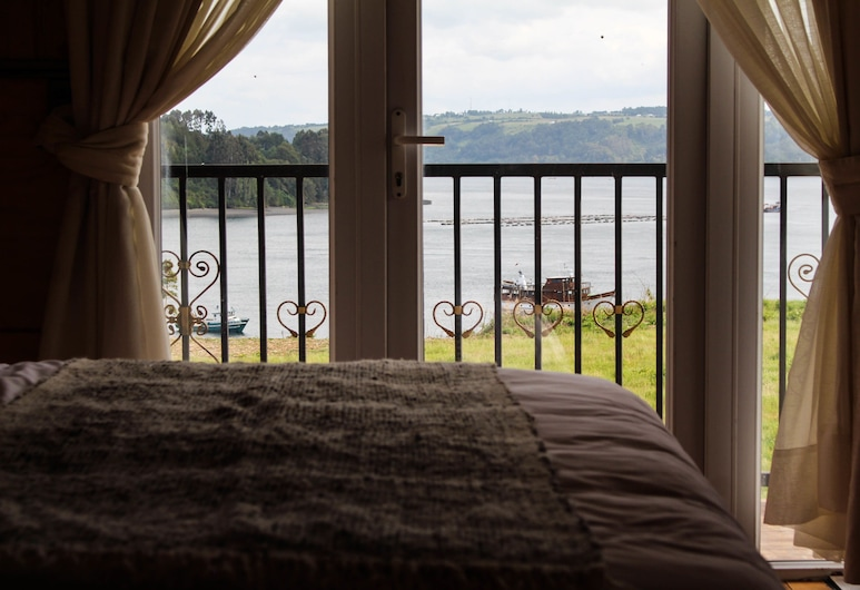 Hotel Aliwen, Dalcahue, Deluxe Double Room, 1 King Bed, Jetted Tub, Bay View, Guest Room