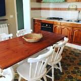 غرفة رباعية مريحة - غرفة نوم واحدة - بمطبخ - تناول الطعام داخل الغرفة