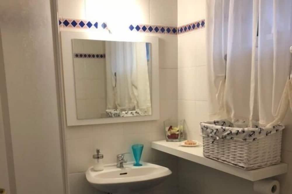 Obiteljski apartman, 2 spavaće sobe, prizemlje - Kupaonica