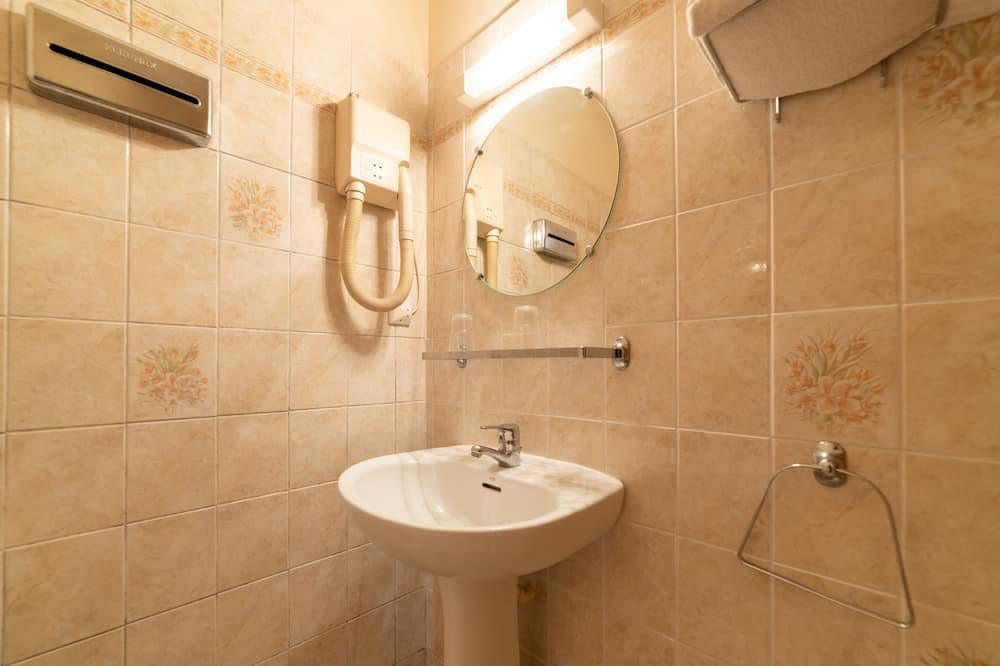 Семейный трехместный номер - Ванная комната
