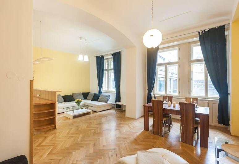 Central Apartment With Netflix Subscription 2 Bedroom Apts, Prag, Apart Daire, 2 Yatak Odası, Oturma Alanı