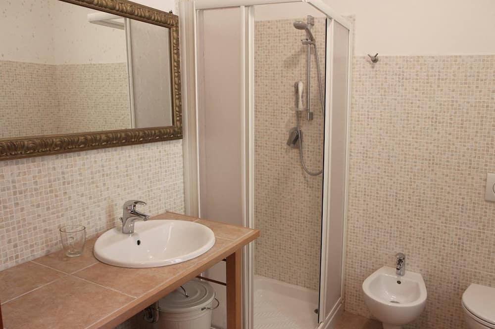 Dvivietis kambarys (2 viengulės lovos), atskiras vonios kambarys - Vonios kambarys