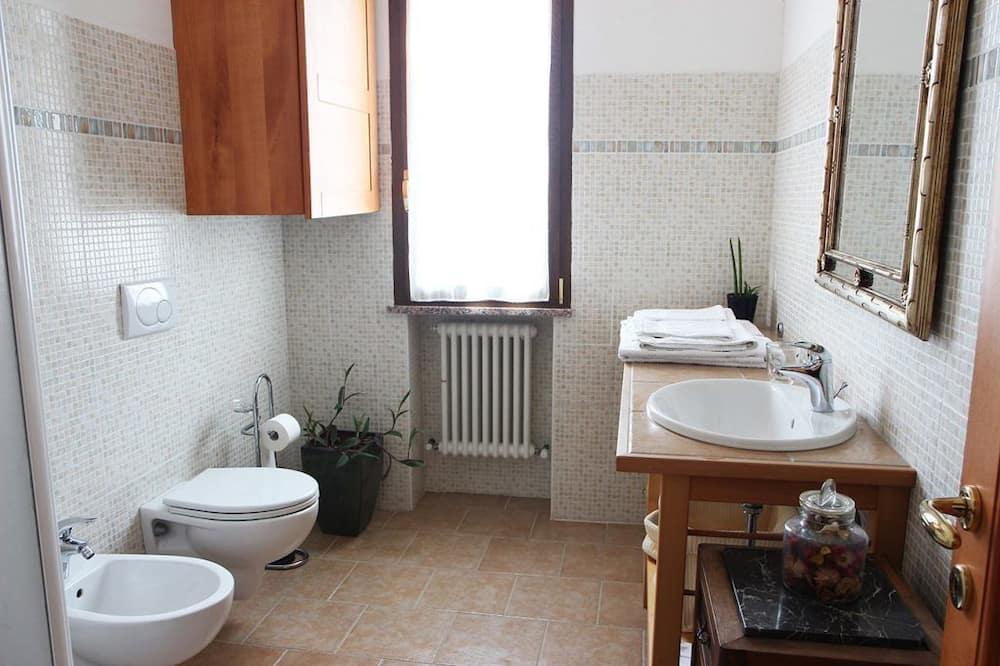 Dvivietis kambarys, atskiras vonios kambarys - Vonios kambarys