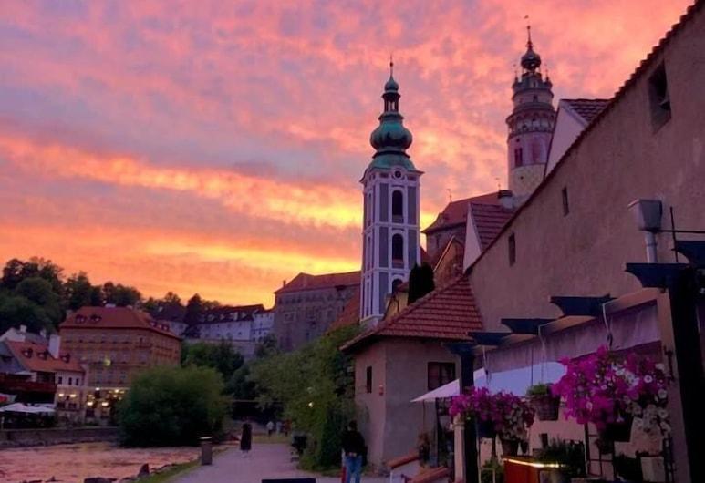 Pension Na Fortně, Cesky Krumlov, Hotel Front – Evening/Night