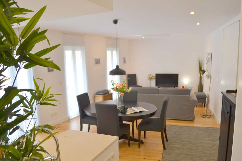 Comfort Apartment, 3 Bedrooms, City View - Living Room