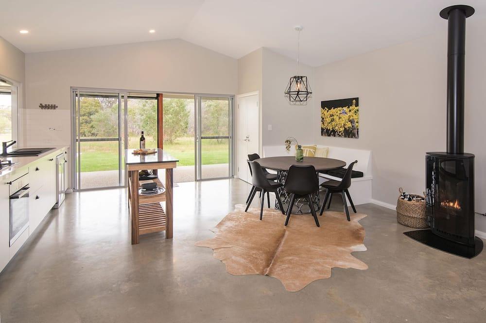 Comfort House, 2 Bedrooms, Garden View - In-Room Dining