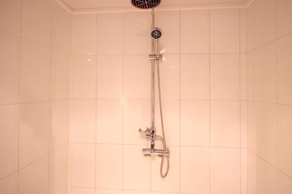 Deluxe-Zimmer - Dusche im Bad
