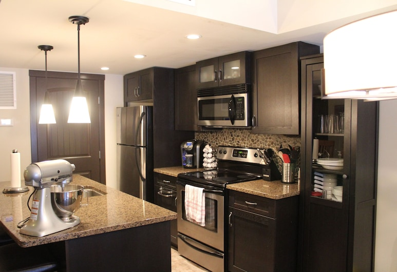 Great Condo in the Bow Valley, Dead Man's Flat, Private kitchen