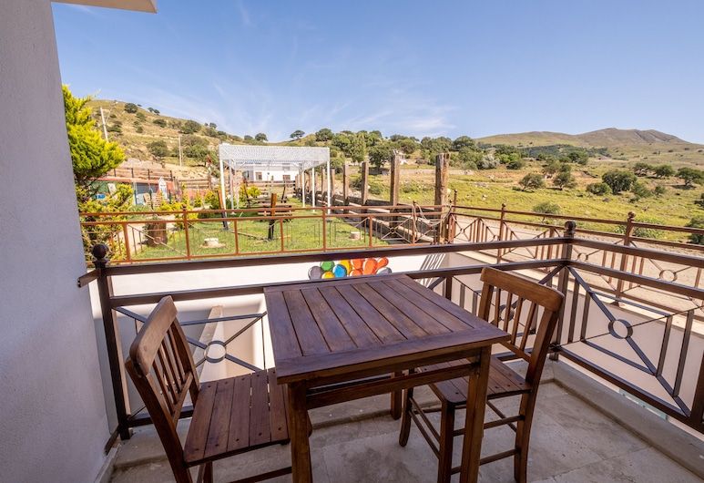 Sahika Konuk Evi, Gokceada, Standard Tek Büyük Yataklı Oda, Balkon, Bahçe Manzaralı, Balkon