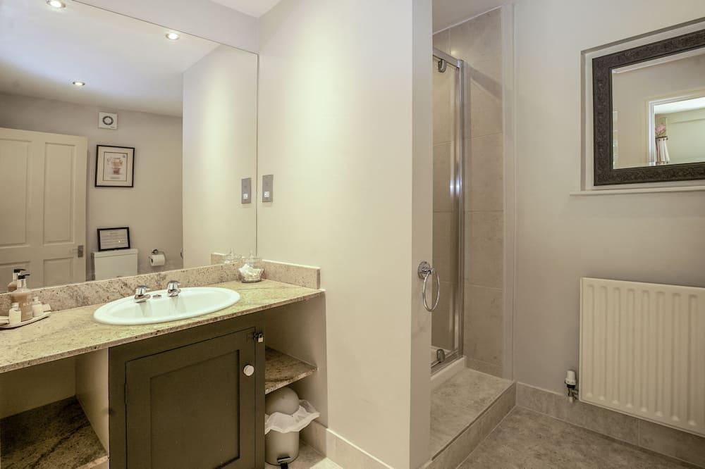 Superior King or Twin Room- Ground Floor - ห้องน้ำ