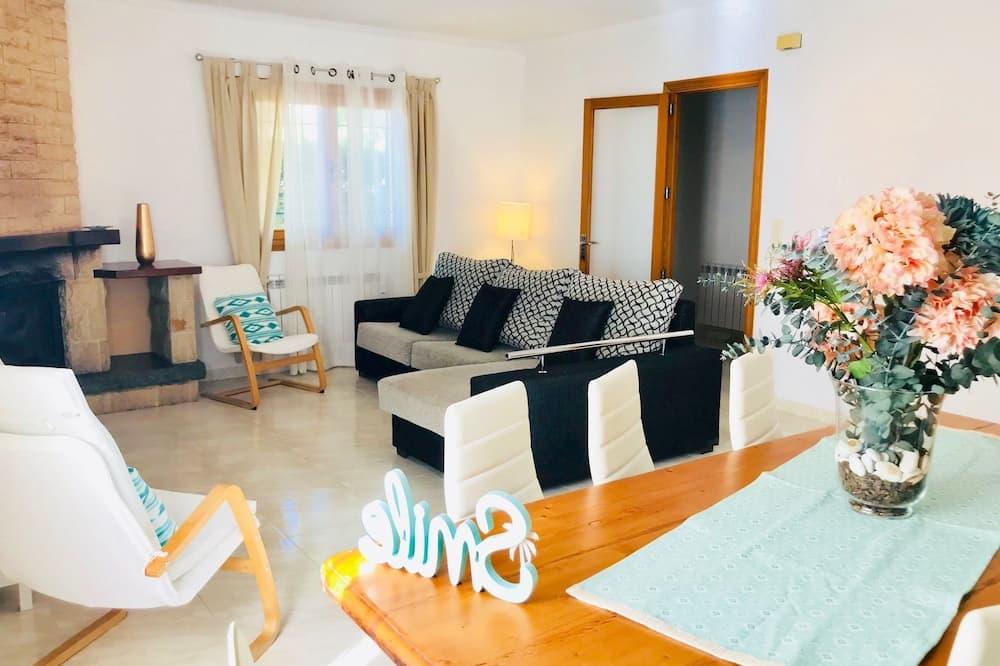 فيلا عائلية - ٤ غرف نوم - لغير المدخنين - غرفة معيشة