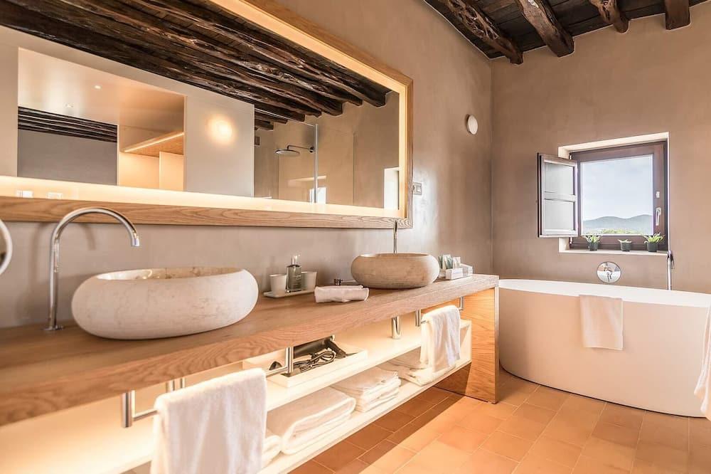 Superior Studio Suite - Bathroom