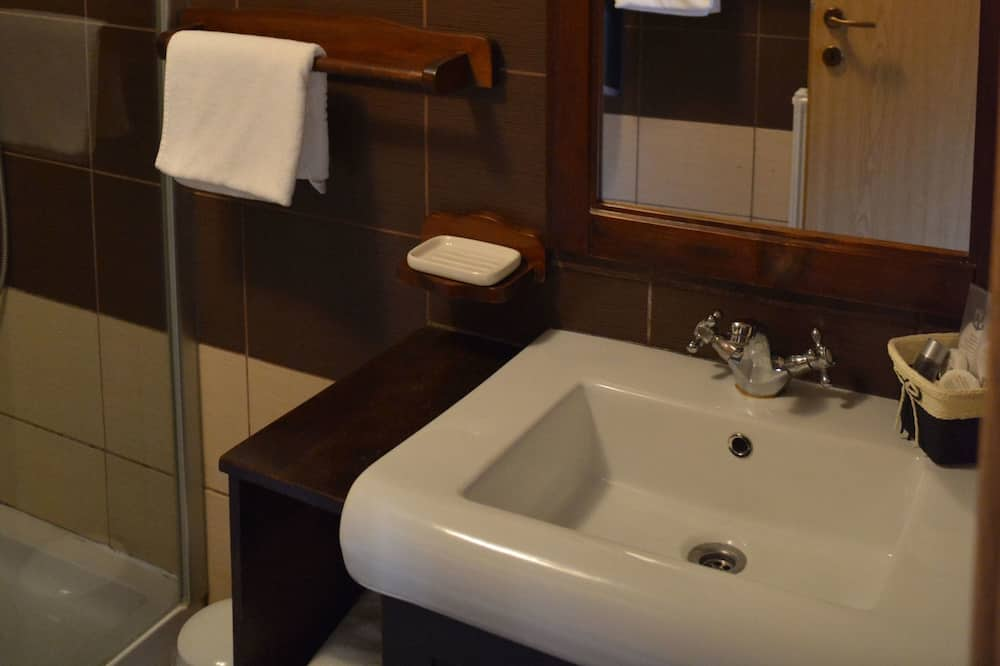 Comfort-Doppel- oder -Zweibettzimmer, Balkon - Badezimmer