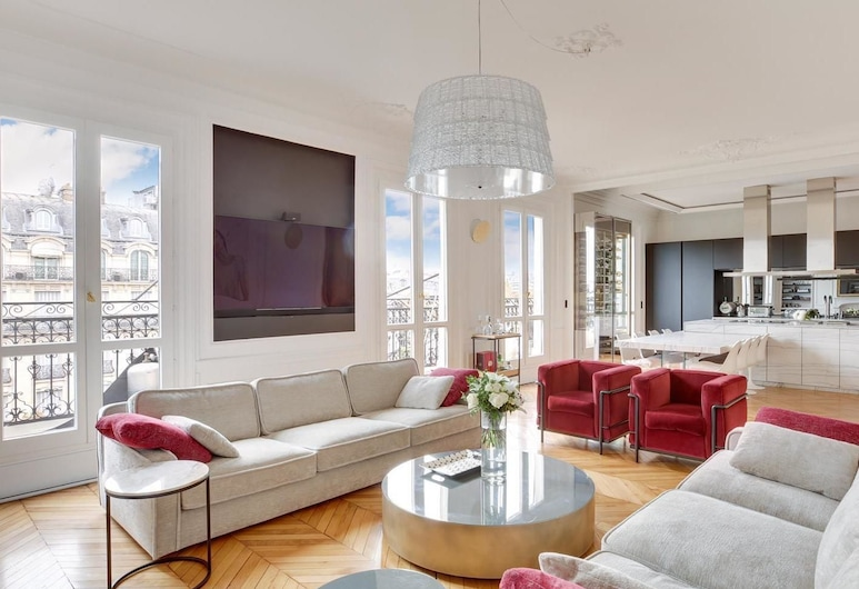 Top Luxurious Penthouse Front of Eiffel Tower and River, Paryż, Salon